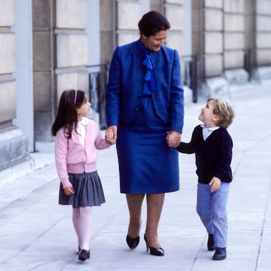 Simone Veil avec Judith et Aurélien, ses petits enfants. Paris, 1984.