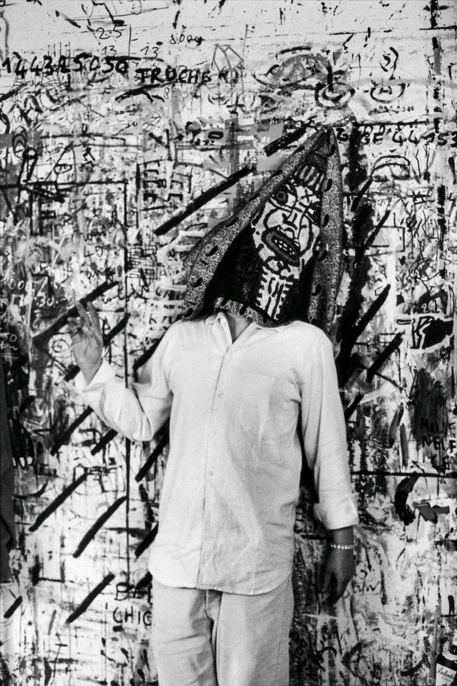 Robert Combas dans son atelier à Paris, le 7 octobre 1998.