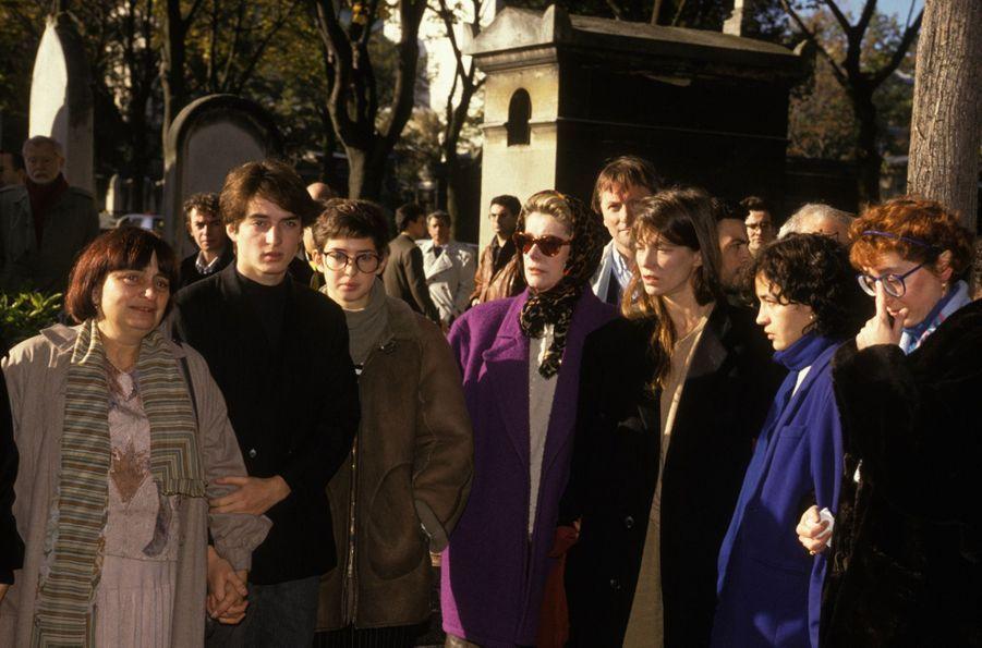 Agnes Varda à l'enterrement de Jacques Demy au cimetière du Montparnasse, le 30 octobre 1990 à Paris.