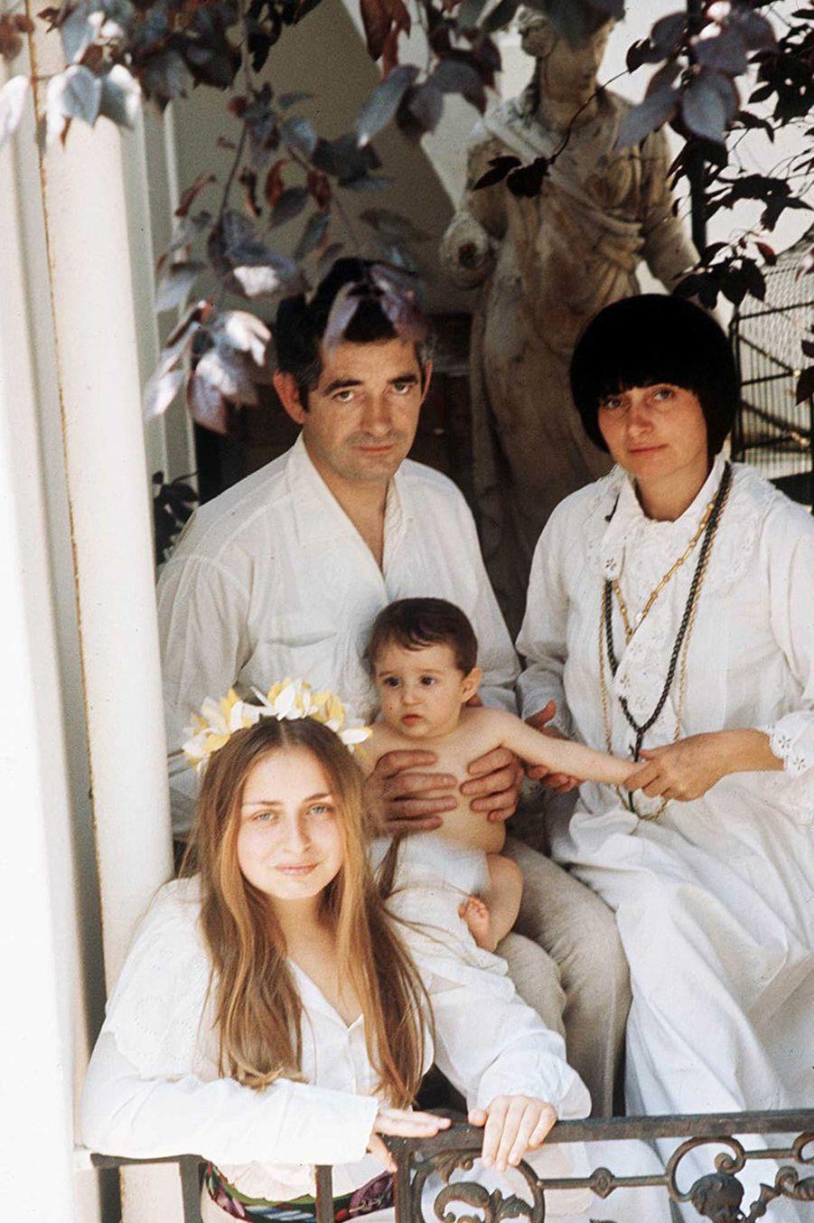 Agnès Varda et Jacques Demy, avec leurs enfants Rosalie et Mathieu, en 1973.EWA RUDLING/SIPA