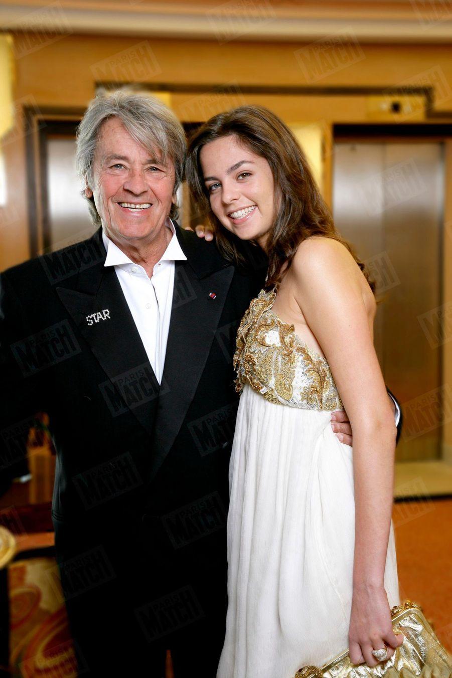 Alain Delon avec sa fille Anouchka au Festival de Cannes, en mai 2007.