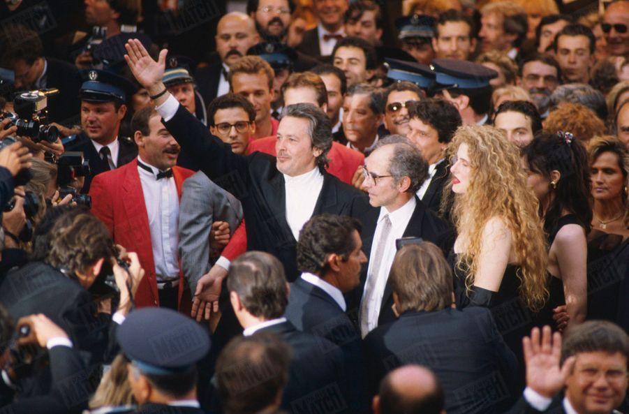 """Alain Delon avecJean-Luc Godard pour leurfilm """"Nouvelle vague"""", présenté au Festival de Cannes en mai 1990."""