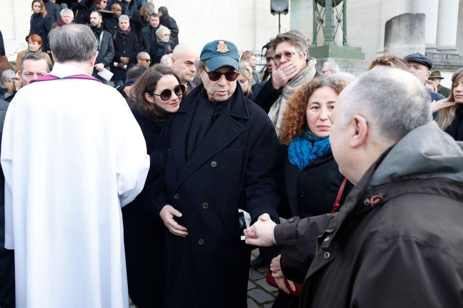 Dennis Berry et Marion Cotillardaux obsèques d'Anna Karina, au cimetière du Père Lachaise, samedi 21 décembre 2019.