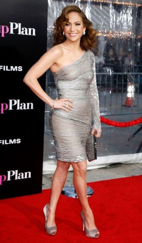 Jennifer Lopez, superbe dans sa robe asymétrique.