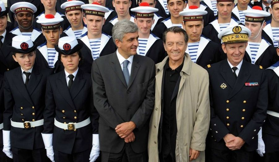 Parrain de la promotion 2010 nommée «Frégate Thétis», il participe à la cérémonie de réouverture de l'Ecole des mousses, aux côtés du ministre de la Défense Hervé Morin. (Photo: Inauguration de l'Ecole d'instruction navale à Brest, le 10 octobre 2009.)