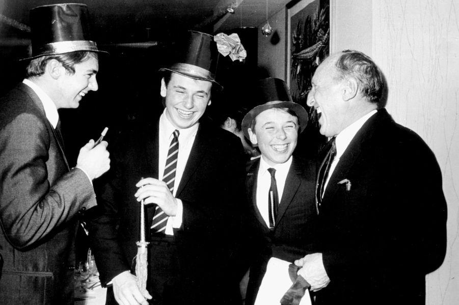 Suisse, Crans-sur-Sierre, 1967 : Bourvil passe le nouvel an en famille avec ses fils Dominique et Philippe.