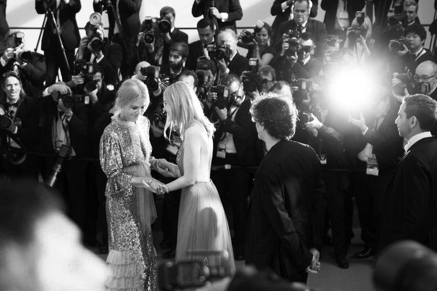 Moment de complicité entre Nicole Kidman et Elle Fanning.