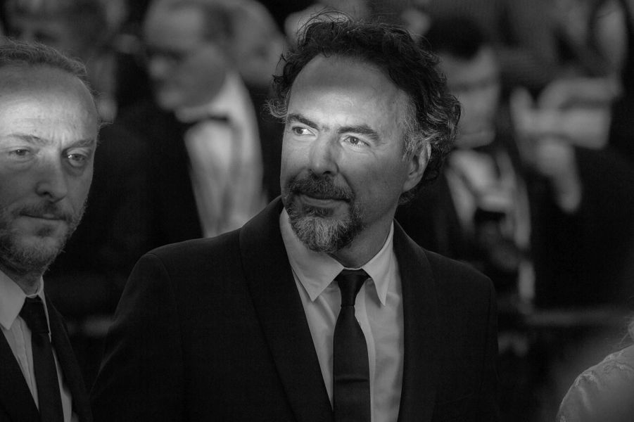 Montée des marches du réalisateurAlejandro González Iñárritu.