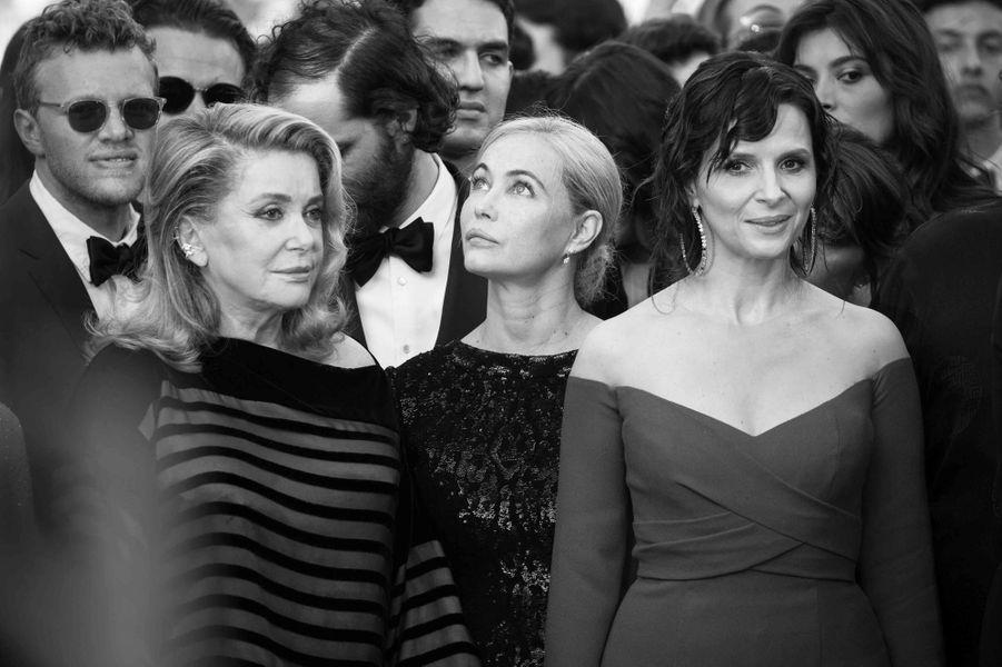 Catherine Deneuve, Emmanuelle Beart et Juliette Binoche sur les marches cannoises.