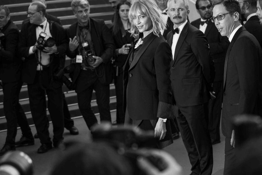 Uma Thurman monte les marches du 70eme Festival de Cannes.