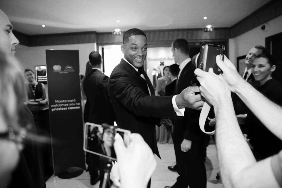 Will Smith prend la pose pour ses fans.