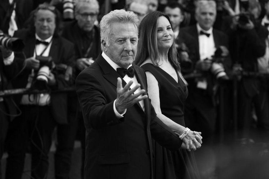 Dustin Hoffman avec sa femme Lisa sur le tapis rouge cannois.