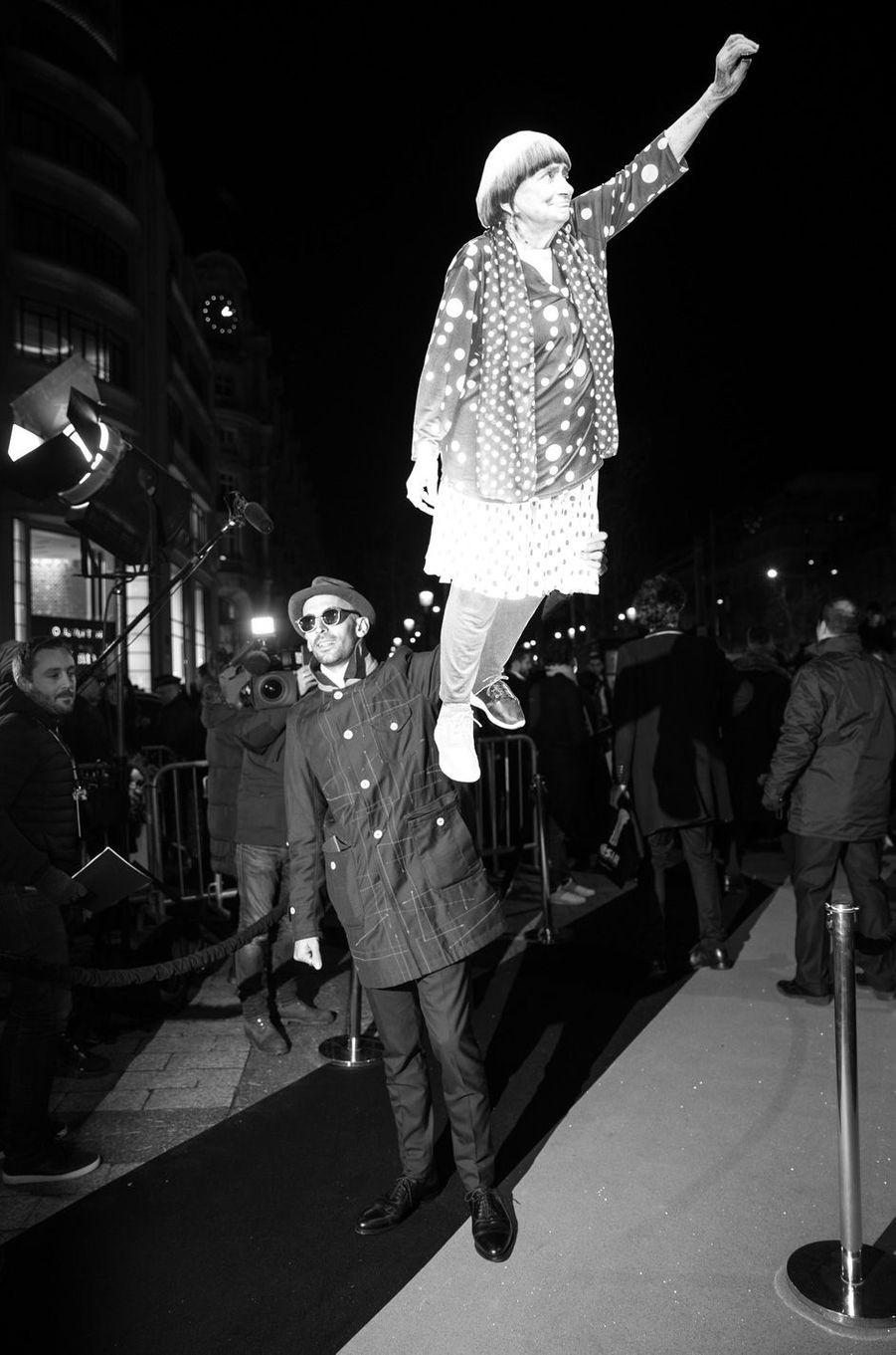 JR s'amuse avec une photo d'Agnès Varda.