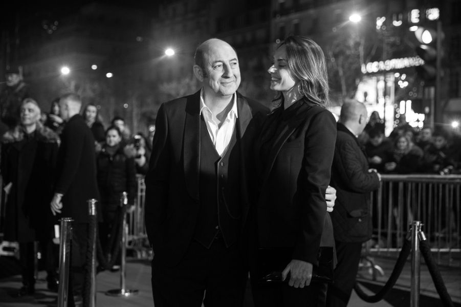 Kad Merad et sa compagne Julia Vignali arrivent au Fouquet's.