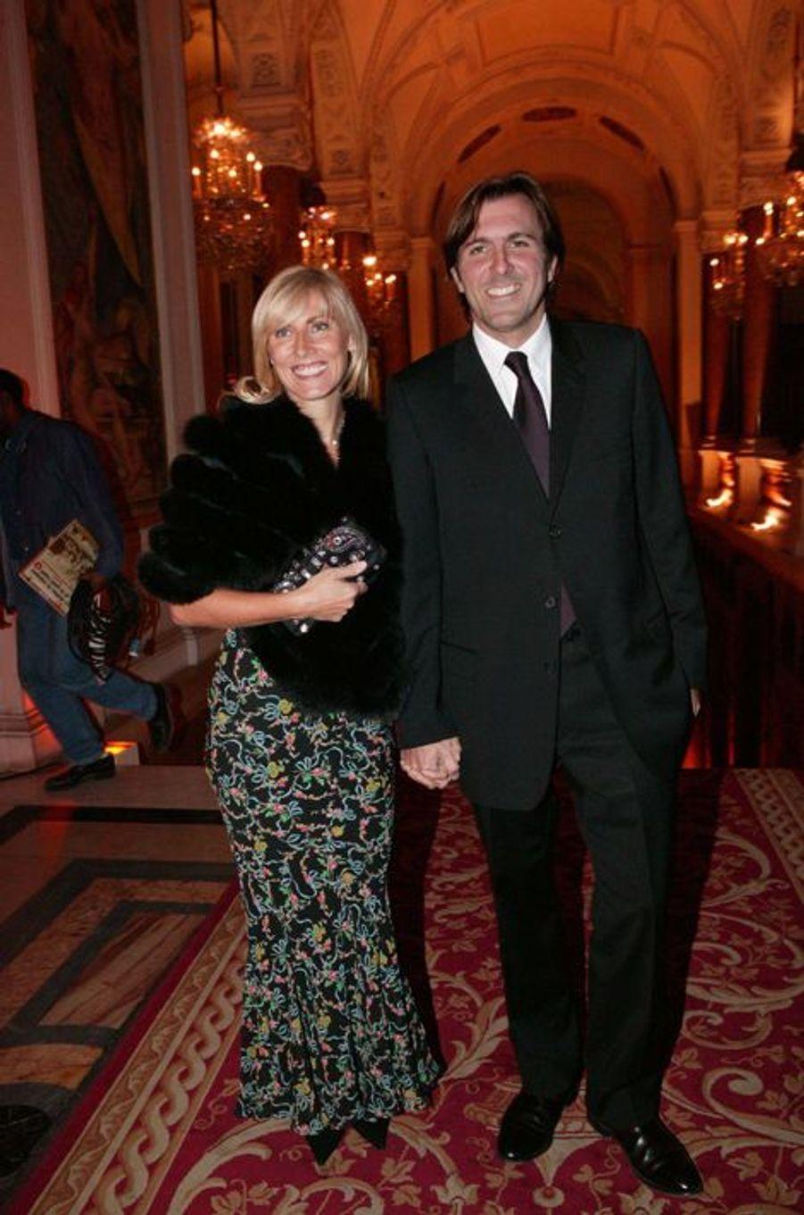 Christophe Lambert et Marie Sarah à la mairie de Paris, en novembre 2004.