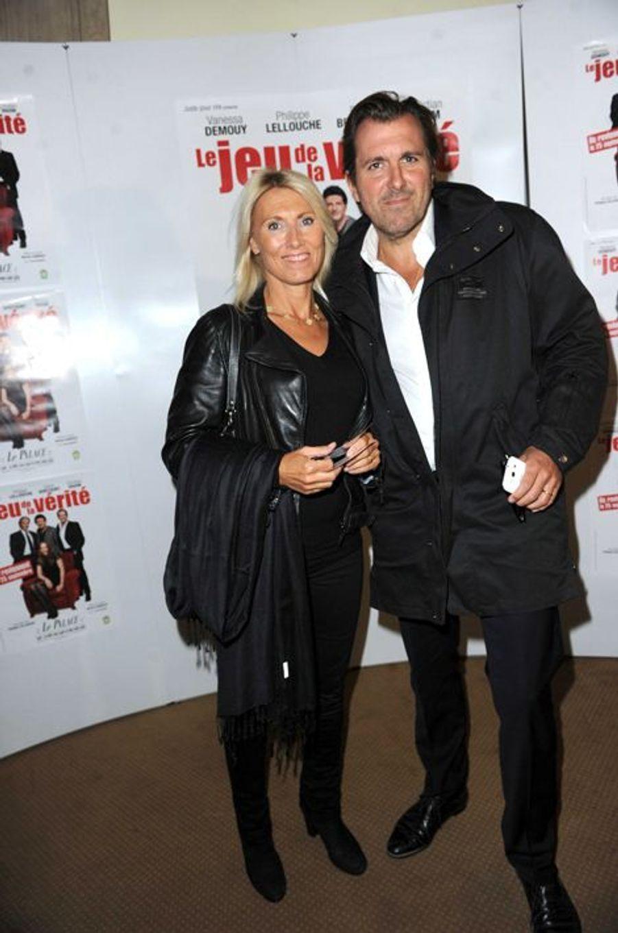 """Marie Sara et Christophe Lambert à la générale de la pièce de Philippe Lellouche """"Le jeu de la Verite"""", en septembre 2012."""