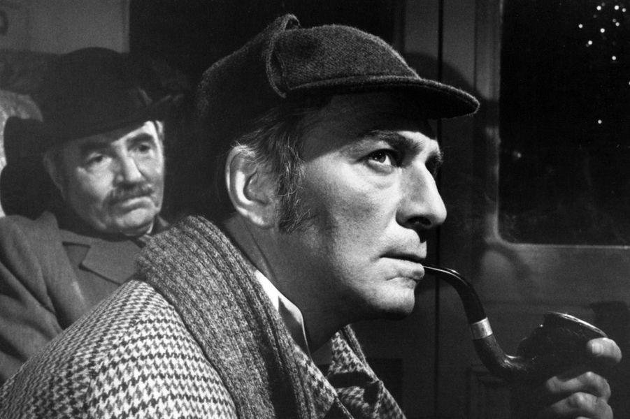 """Christopher Plummer en Sherlock Holmes dans """"Meurtre par décret"""" en 1979."""