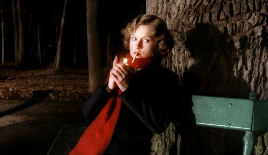 Et Claude Chabrol inventa Isabelle Huppert actrice, incroyable de présence dans ce portrait d'une empoisonneuse célèbre.