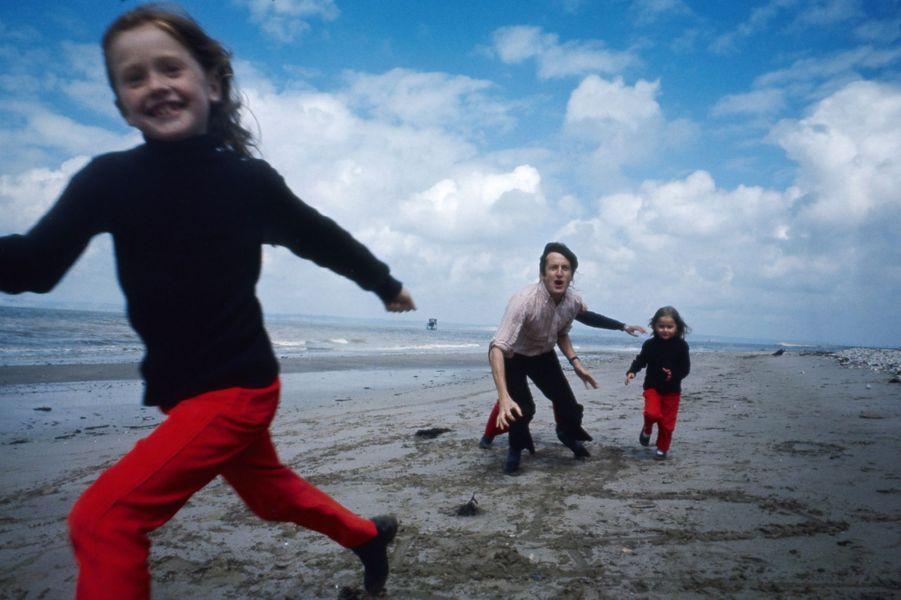 Claude Rich en vacances avec ses deux filles