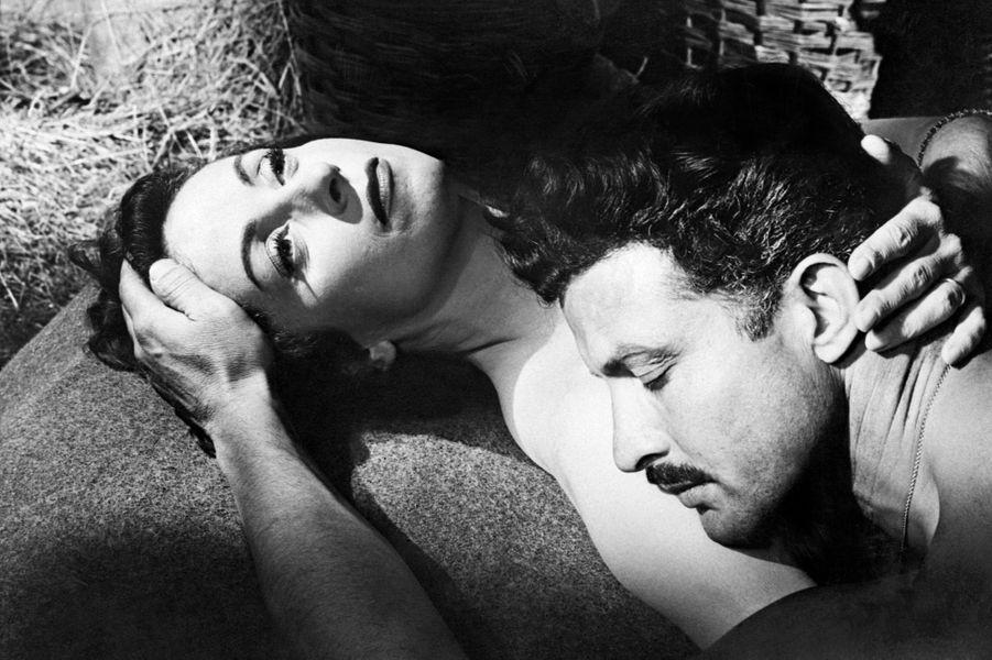"""Avec l'acteur italienErno Crisa dans """"L'amant de Lady Chatterley"""" en 1955."""