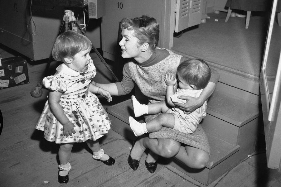 Carrie et Todd Fisher avec leur mère