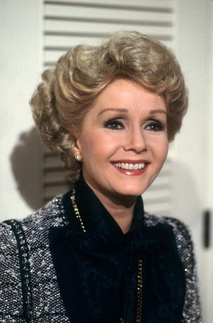 """1986 - Debbie Reynolds sur le tournage de la série """"Hôtel"""""""