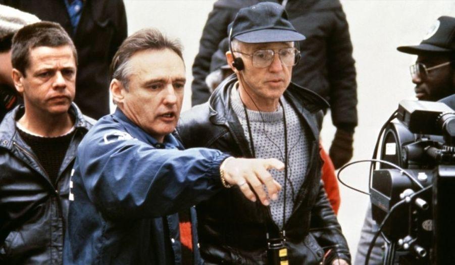 Son retour à la mise en scène est un polar social situé dans le Los Angeles des bas-fonds. Dennis Hopper dirige Sean Penn qui deviendra l'un de ses amis.