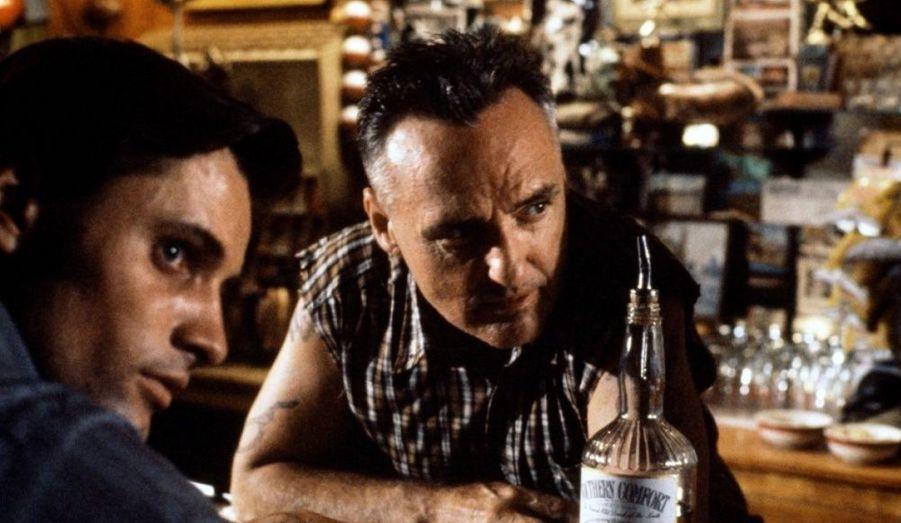 Dennis Hopper retrouve Sean Penn pour le premier film comme réalisateur de ce dernier.