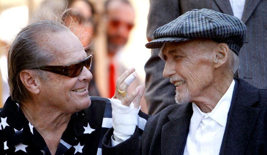 Le 26 mars dernier, en compagnie de son ami Jack Nicholson, Dennis Hopper recevait un vibrant hommage. La légende entrait enfin au Walk of Fame d'Hollywood, avec son étoile pour l'éternité à Los Angeles.