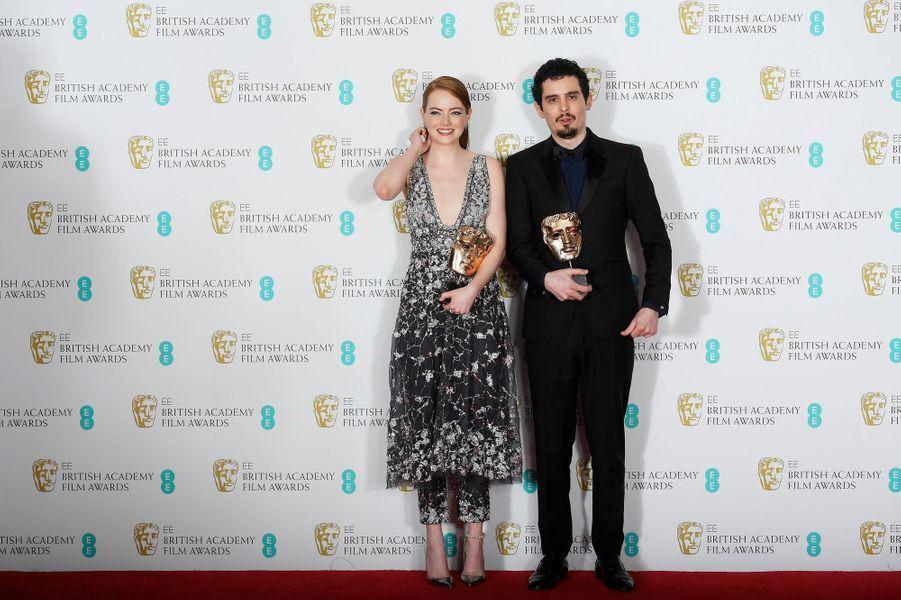 """Emma Stone et Damien Chazelle triomphent lors des Baftas pour """"La La Land""""."""