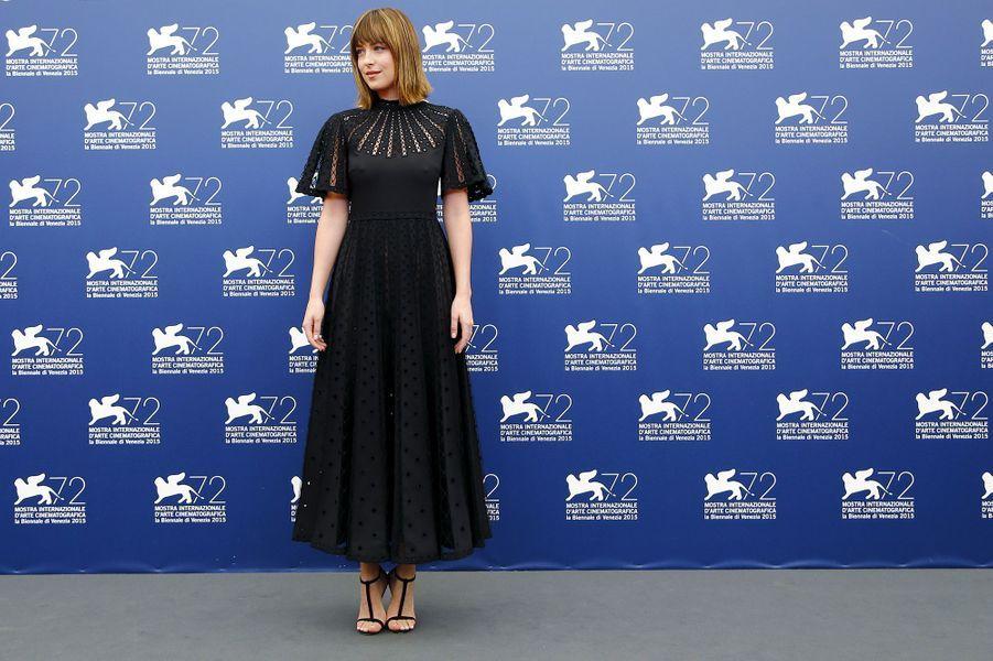 Vendredi 4 septembre : Dakota Johnson arrive à la 72ème édition du festival international du film de Venise.