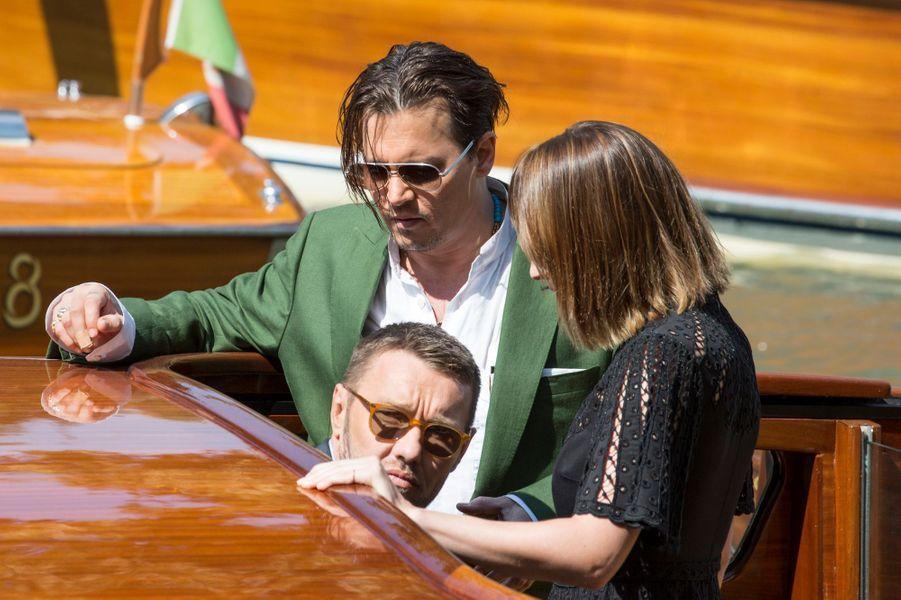 Vendredi 4 septembre : Johnny Depp, Dakota Johnson et Joel Edgerton arrivent à la 72ème édition du festival international du film de Venise