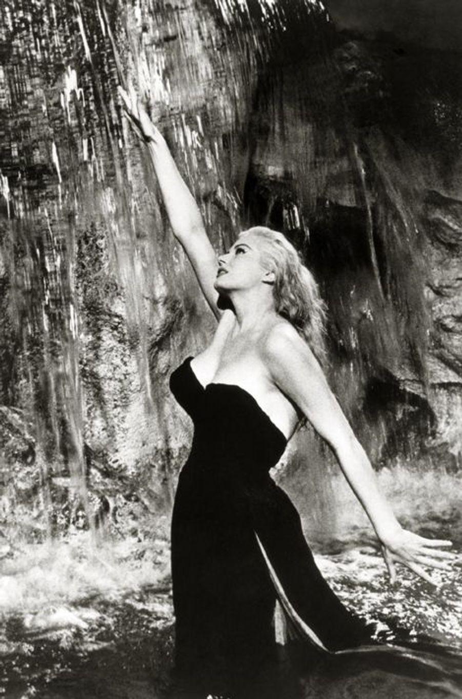 """Anita Ekberg dans """"La Dolce Vita"""", en 1960"""