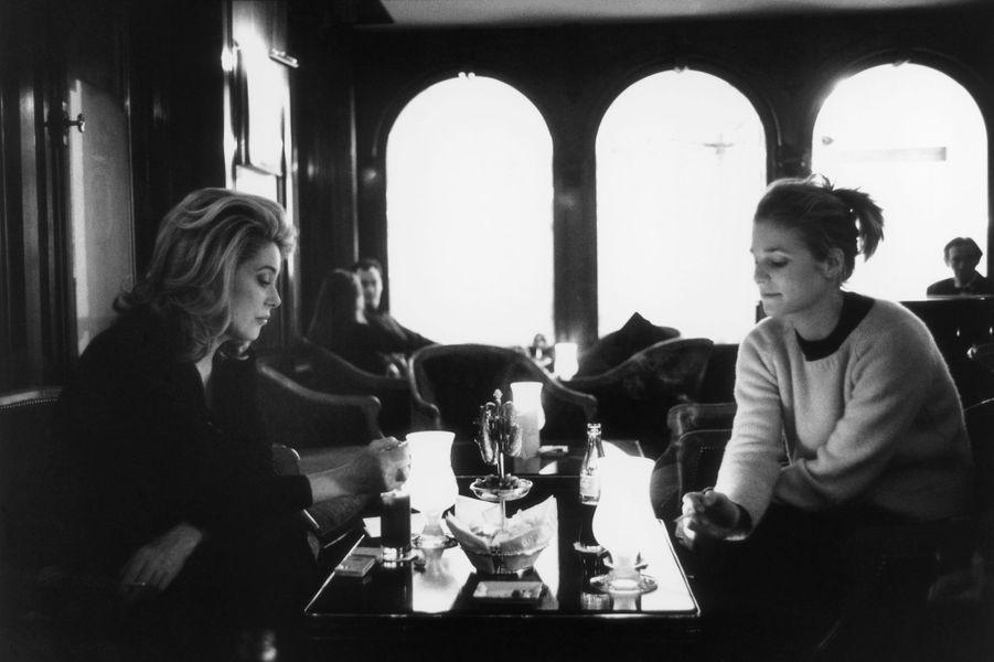 Catherine Deneuve et Natacha Régnier en 1999