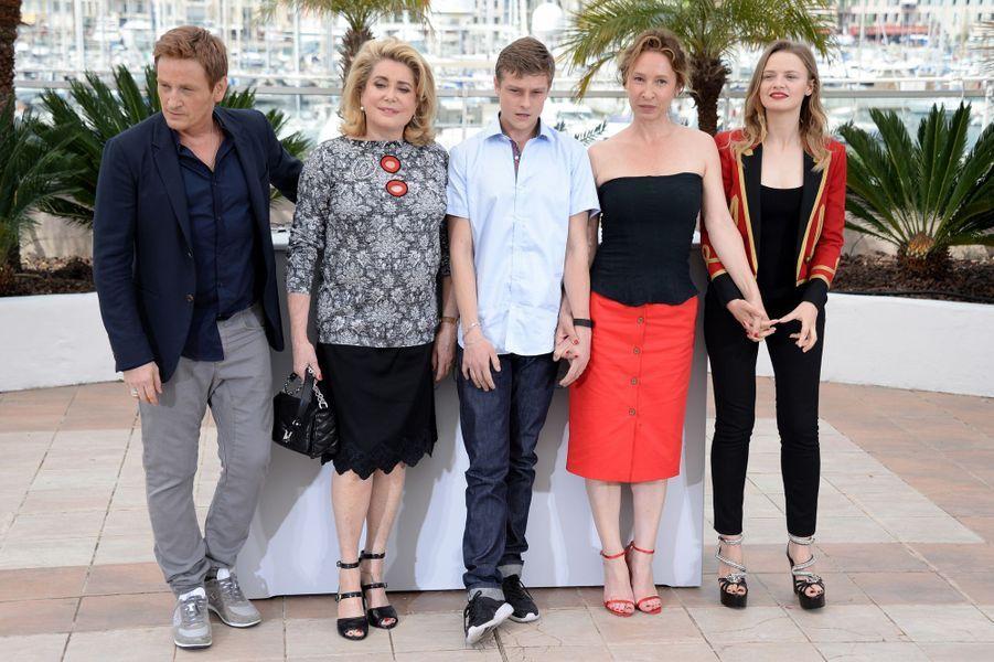 Benoît Magimel, Catherine Deneuve, Rod Paradot, Emmanuelle Bercot et Sara Forestier à Cannes le 13 mai 2015