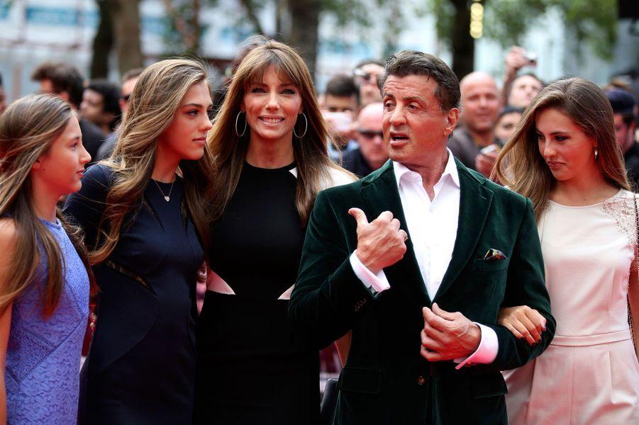 Sylvester Stallone avec sa femme et ses filles