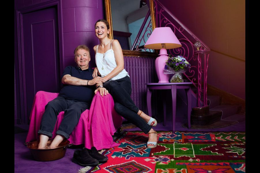 Dominique Besnehard et Julie Gayet, à l'Hôtel du palais, à Angoulême, lundi 25 août.