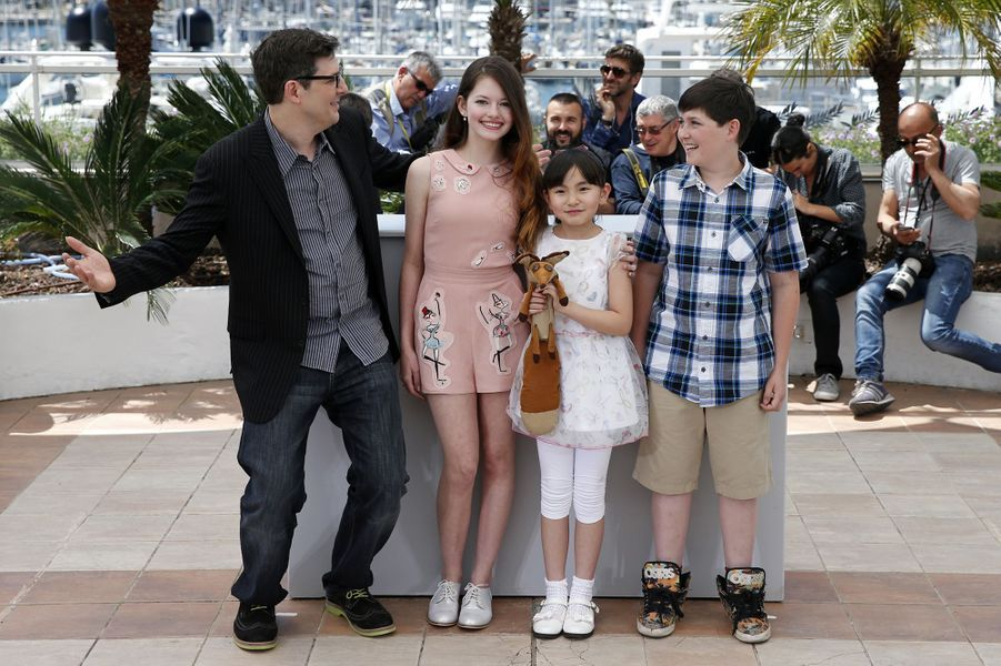 Mark Osborne, Mackenzie Foy, Rio Suzuki et Riley Osborne à Cannes le 22 mai 2015
