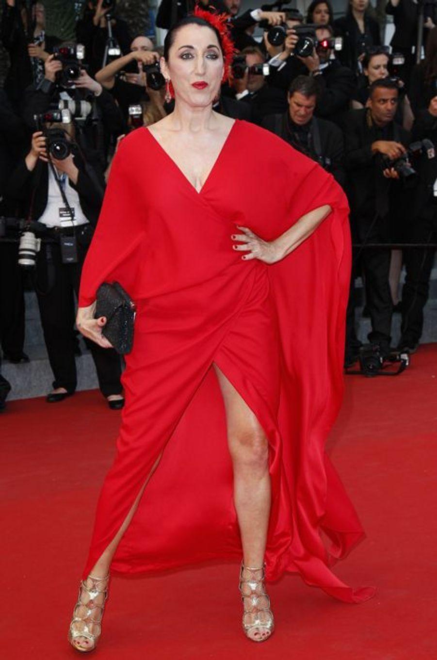"""Rossy de Palma au Festival de Cannes, pour le tapis rouge du film """"L'homme irrationnel"""" de Woody Allen et Emma Stone"""