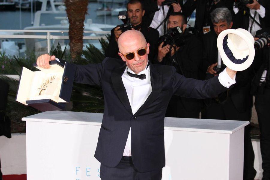 Jacques Audiard avec sa palme d'or au dernier Festival de Cannes, 2015