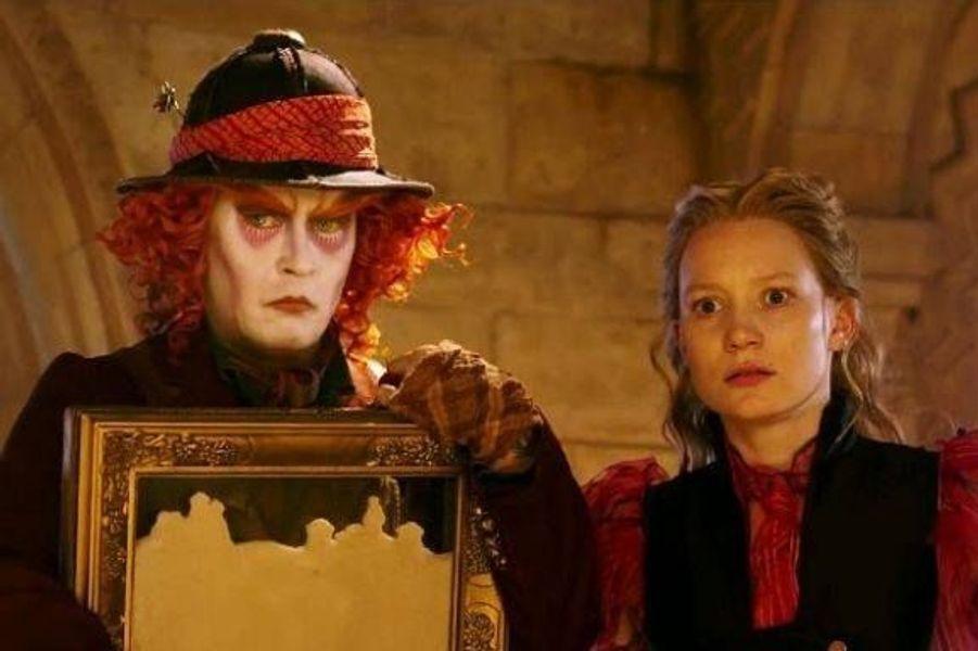 Avec Mia Wasikowska , Johnny Depp, Helena Bonham Carter