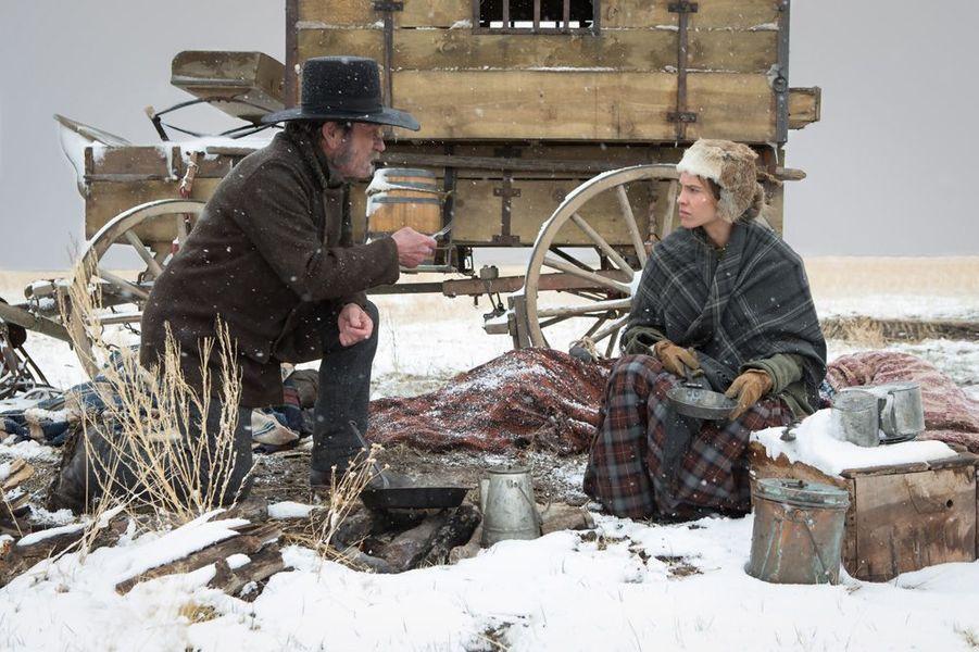 En 1855, trois femmes ayant perdu la raison sont chassées de leur village, et confiées à Mary Bee Cuddy, une pionnière forte et indépendante originaire du Nebraska. Sur sa route vers l'Iowa, là où ces femmes pourront trouver refuge, elle croise le chemin de Georges Biggs, un rustre vagabond qu'elle sauve d'une mort imminente. Ils décident de s'associer afin de faire face, ensemble, à la rudesse et aux dangers qui sévissent dans les vastes étendues de la frontière.