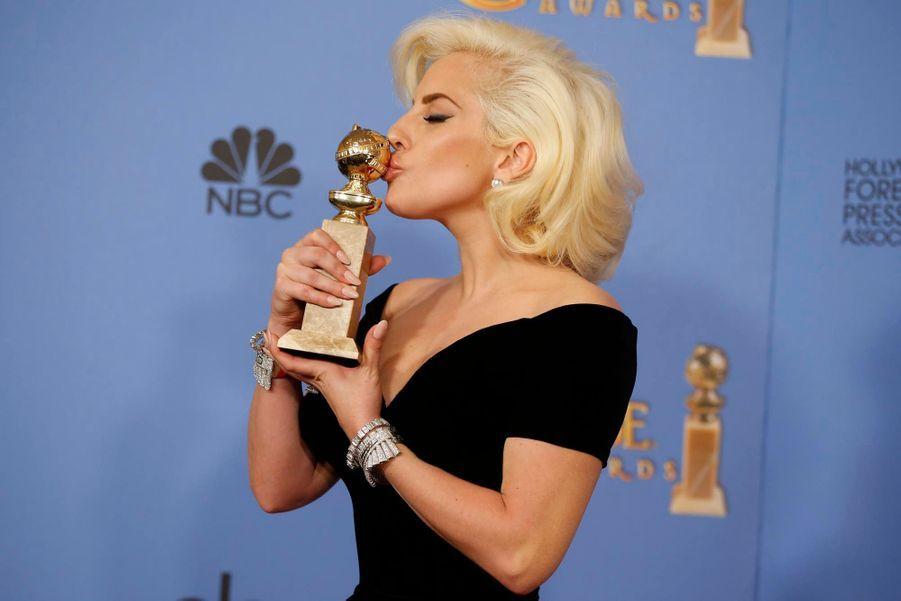 Lady Gaga pour le rôle de la Comtesse Elizabeth dans American Horror Story: Hotel
