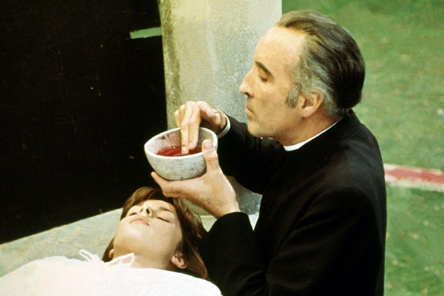 """Père Michael Rayner dans """"Une fille... pour le diable"""" (1976)"""