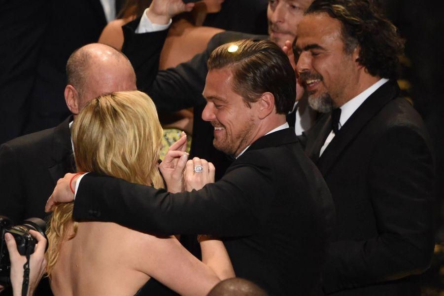 Kate Winslet félicite Leonardo DiCaprio