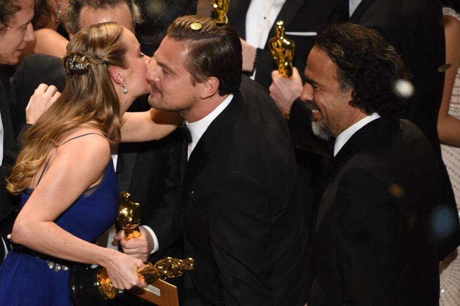 La bise de Brie Larson à Leonardo DiCaprio