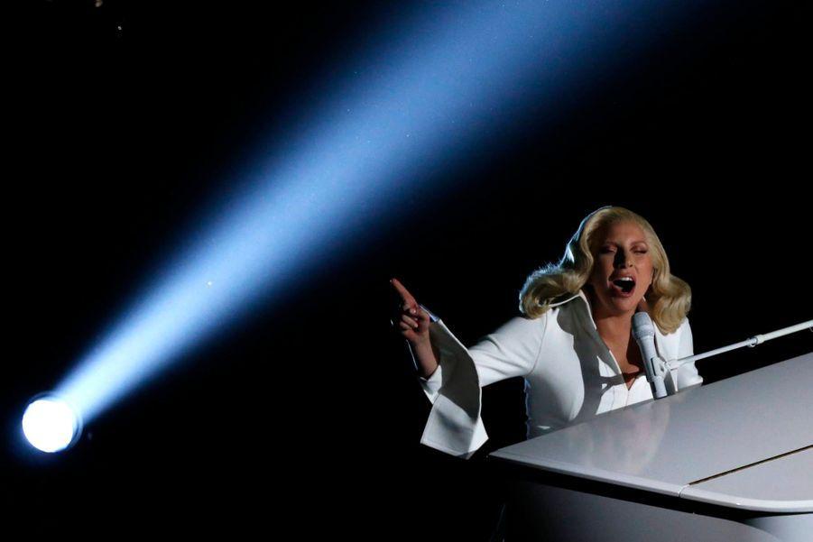 Lady Gaga sur la scène des Oscars