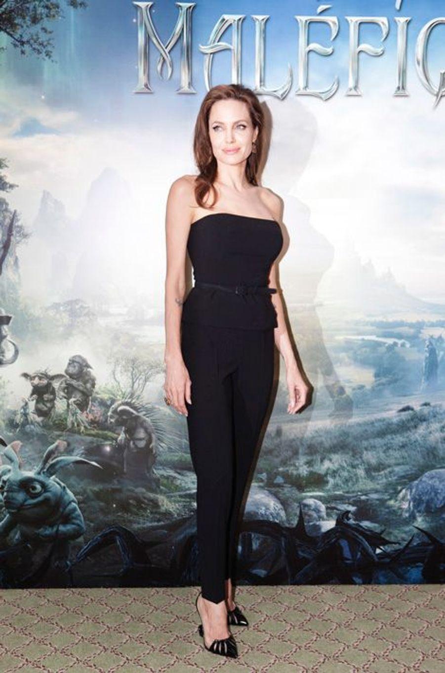 """""""Maléfique: Angelina Jolie ensorcelle Paris"""
