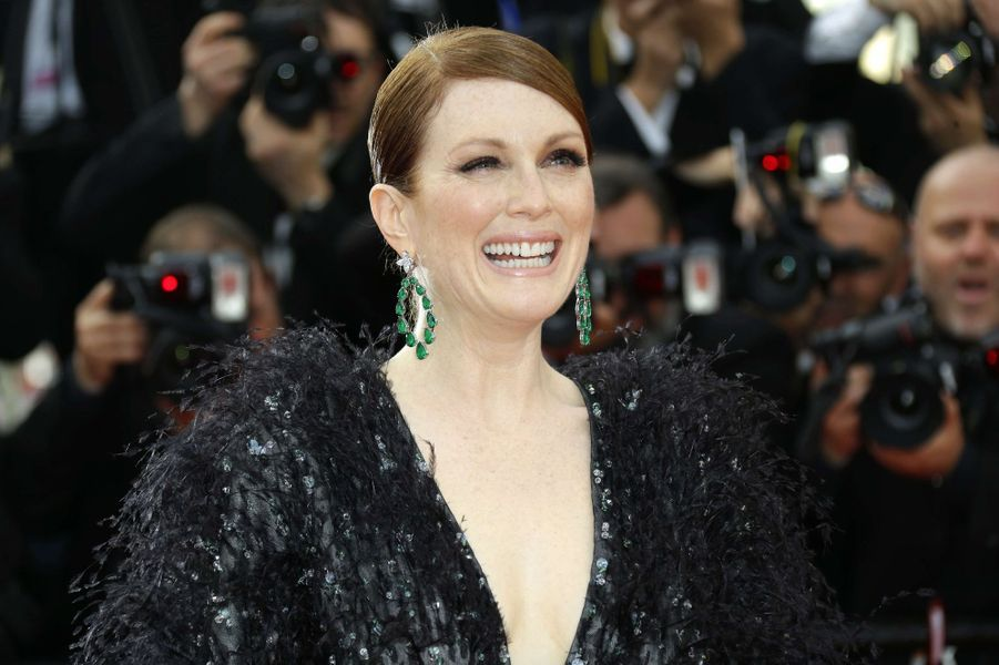 Julianne Moor, en robe Armani Privé, à Cannes le 13 mai 2015
