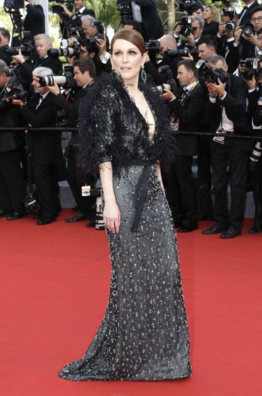 Julianne Moore, en robe Armani Privé, à Cannes le 13 mai 2015